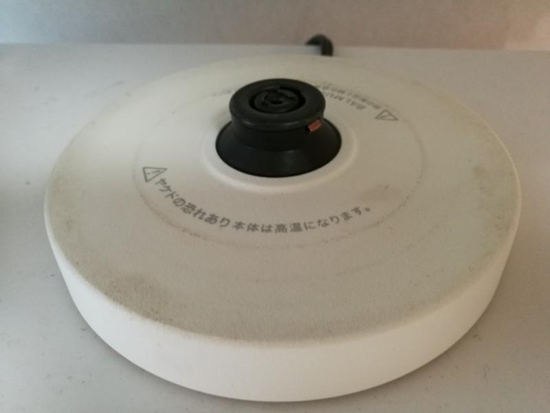 バルミューダの電気ケトルの電源接続部の画像