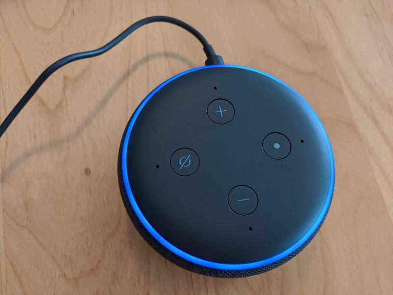 Amazon Echo Dotは手のひらサイズのAIスマートスピーカー