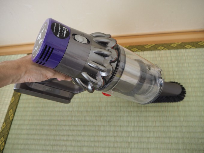 「ダイソン V10 Fluffy SV12FF」のソフトブラシは畳やぬいぐるみの掃除に便利