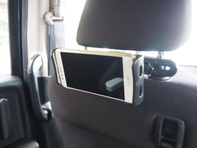 「タブレット固定用車載ホルダー」でスマホを横向きにした