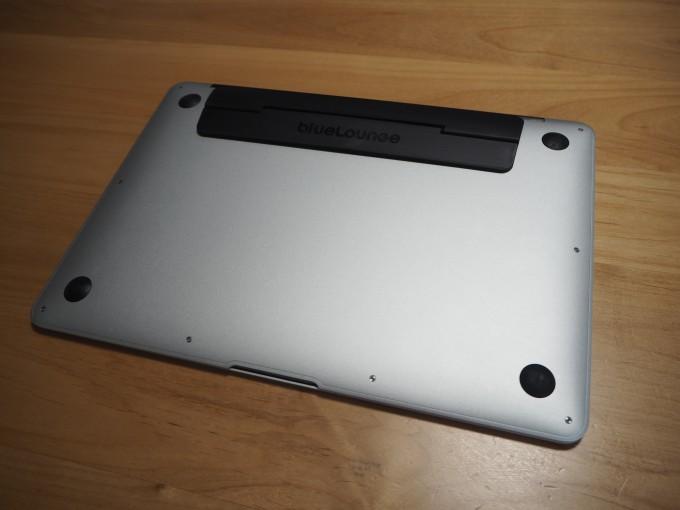kickclip(キッククリップ)はMacBookにのデザインにマッチしたおしゃれでスマートなアイテム
