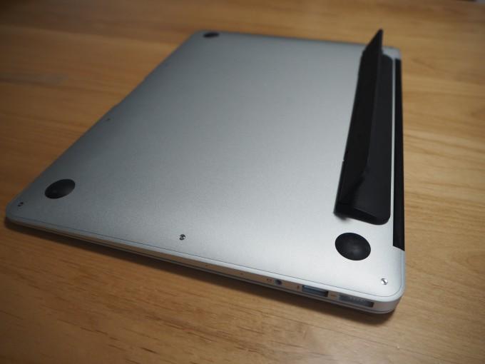 kickflip(キックフリップ)はMacBookに絶妙な傾斜をつけてくれる