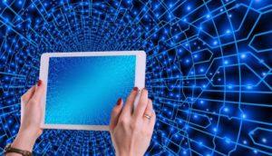 なぜ、メッシュWi-Fiがおすすめなのか?中継器との違い・メリットデメリットを解説のアイキャッチ画像