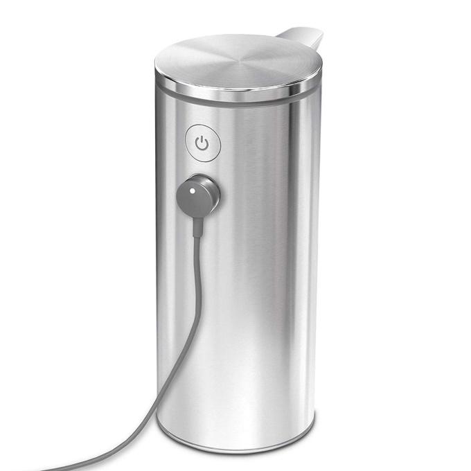 Simplehumanの「センサーポンプソープディスペンサー」は充電式で電池を替えるコストがかからない