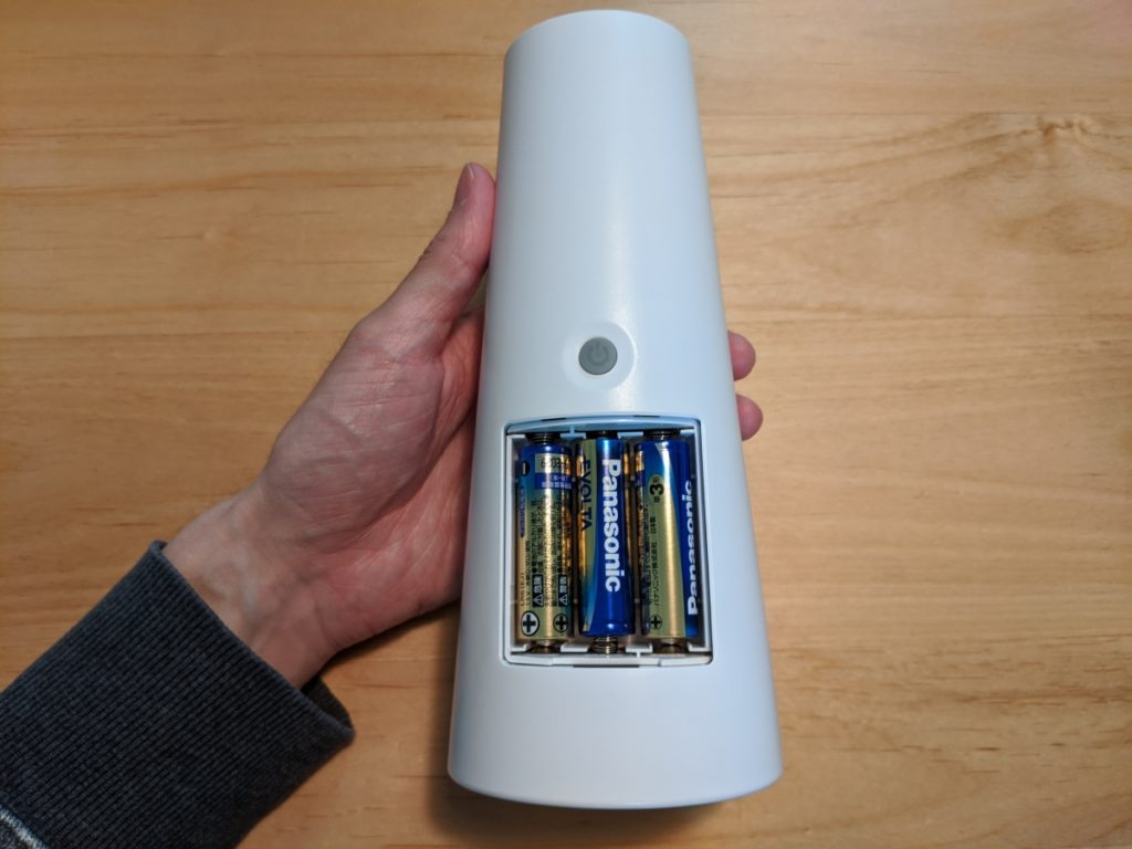 Umimileソープディスペンサーを動かすには、単3電池が3本必要