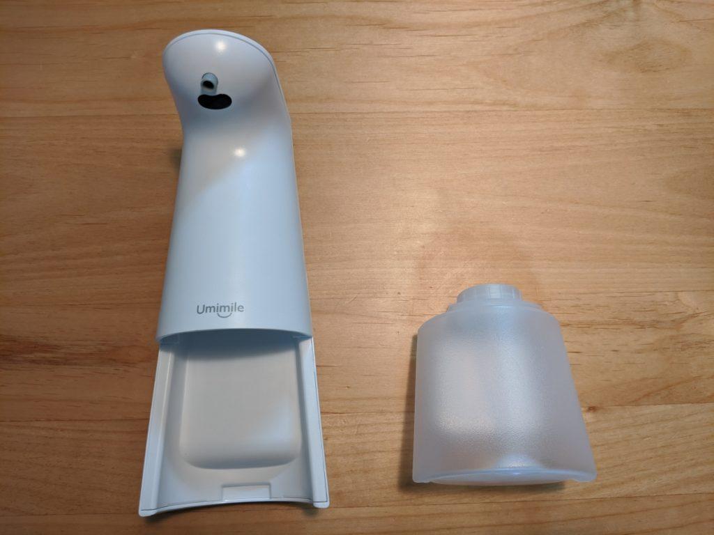 Umimileソープディスペンサーはソープディスペンサーの本体部分と、ハンドソープの洗剤を入れるボトル部分に分けられます。