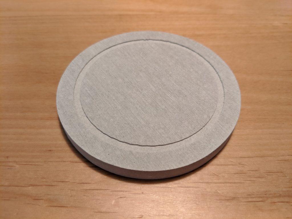 Umimileソープディスペンサーは珪藻土の専用マットが付属しているので、洗面所やキッチンといった、水回りで使用する際に使いやすい。