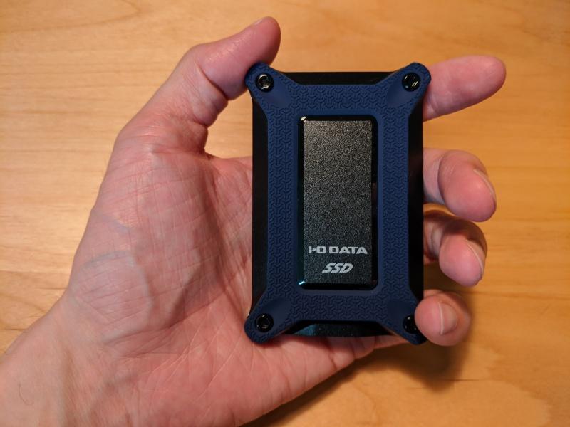 I-O DATAのSSPG-USCBシリーズは、手のひらに収まる名刺サイズの超コンパクトボディ